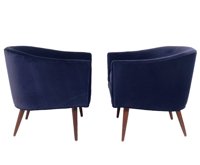 Mid-Century Modern Pair of Curvaceous Midcentury Tub Chairs For Sale