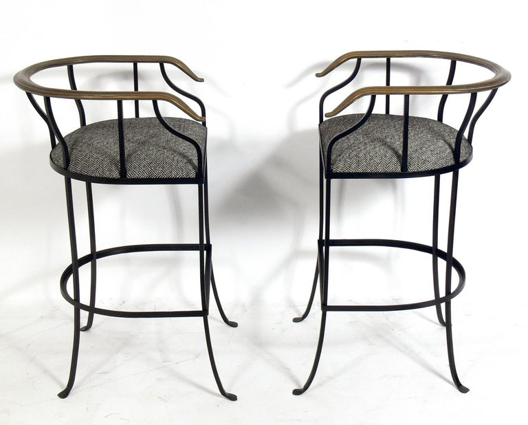 Mid-Century Modern Pair of Elegant Brass and Iron Bar Stools For Sale