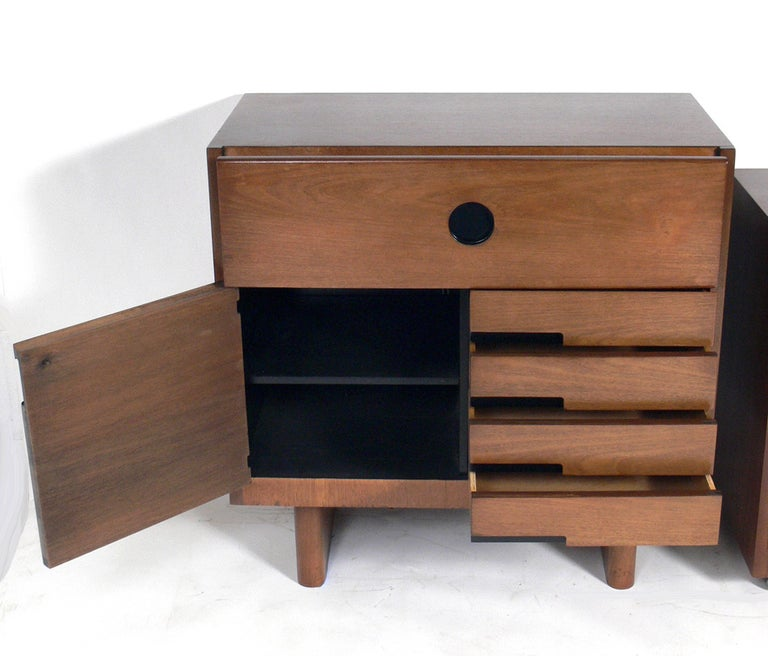 Art Deco cabinet, designed by Gilbert Rohde for Herman Miller, circa 1930s. It measures 37
