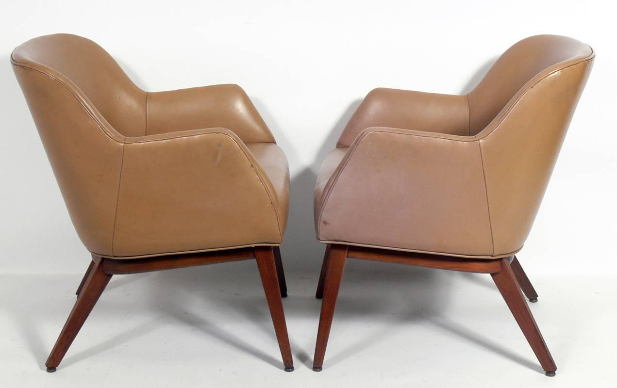 pair of leather lounge chairs designed by jens risom for sale at