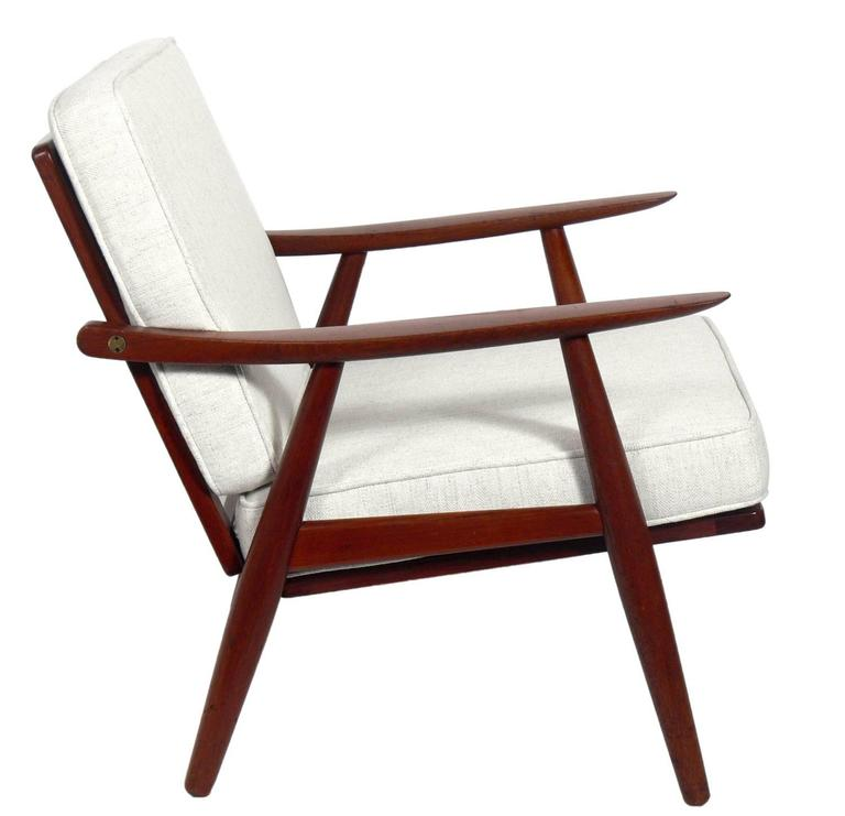 Mid-Century Modern Pair of Danish Modern Lounge Chairs by Hans Wegner For Sale