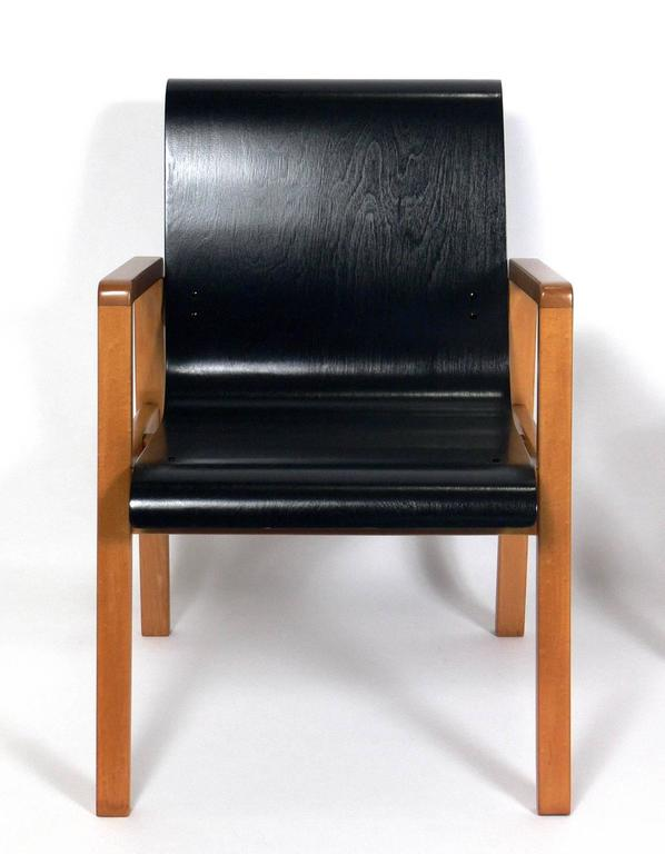 Mid-Century Modern Pair of Bentwood Modern Lounge Chairs Designed by Alvar Aalto, circa 1940s For Sale