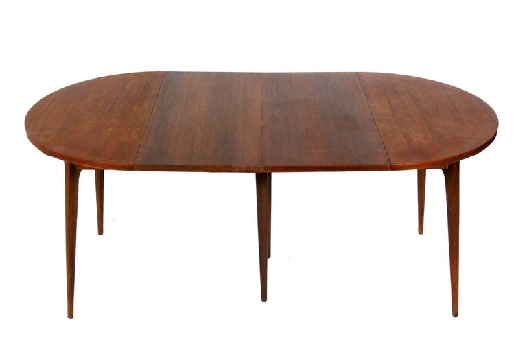 Modern dining table, designed by Bertha Schaefer for Singer and Sons, circa 1950s. Schaefer was one of the leading female designers of the era, and designed this line for Singer and Sons with her contemporaries Gio Ponti, Carlo de Carli, and Franco