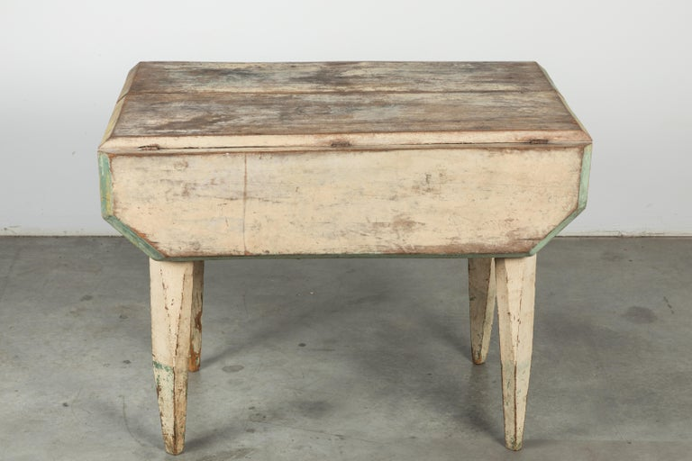 Hand-Painted American Farm Drop Leaf Folk Art Table Oyster White with Carved Tapered Legs For Sale