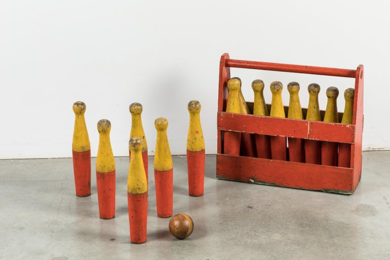 Wood Lawn Bowling Game Original Caddy and Bowling Balls, circa 1900 In Good Condition For Sale In Santa Monica, CA