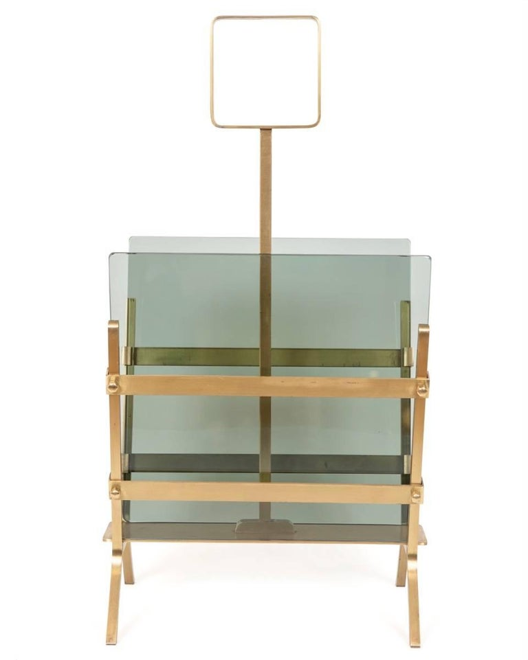 This stylish and sophisticated magazine holder is fitted with removable smoked green glass and is solid in its design and construction. 