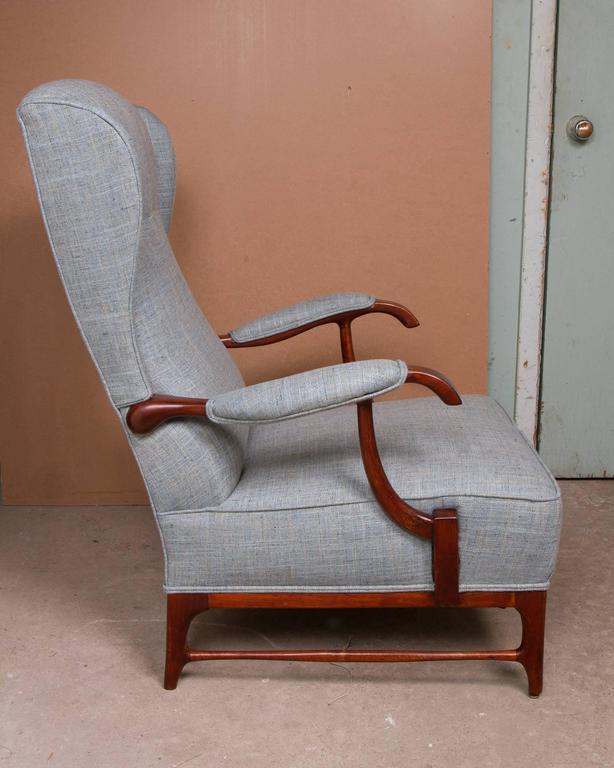 Pair of Midcentury Wingback Armchairs by Paolo Buffa In Good Condition For Sale In Montreal, QC