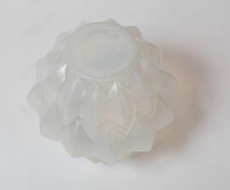 Glass opalescent vase model 1005