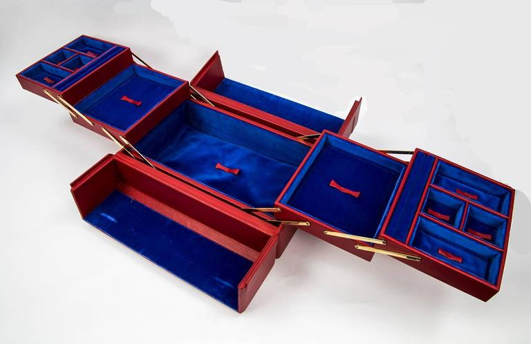 Curating luxury with a magnificent Tanner Krolle large red leather jewelry case, fully lined in Royal blue velvet; comes with Tanner Krolle large green protection bag; generally, there's no logo and no engraved or printed sign hinting to the brand.