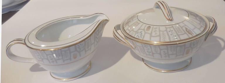 "Porcelain Noritake Mid-Century ""Berkeley 5784"" Dinner Service for Eight Japan For Sale"