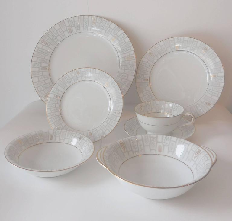 "Beautiful Noritake porcelain Mid-Century (1956-1960) Berkeley pattern dinner service for eight, comprising eight dinner plates 10.35"" D., eight salad plates 8.25"", eight bread and butter plates 6.25"", eight soup bowls, eight fruit"