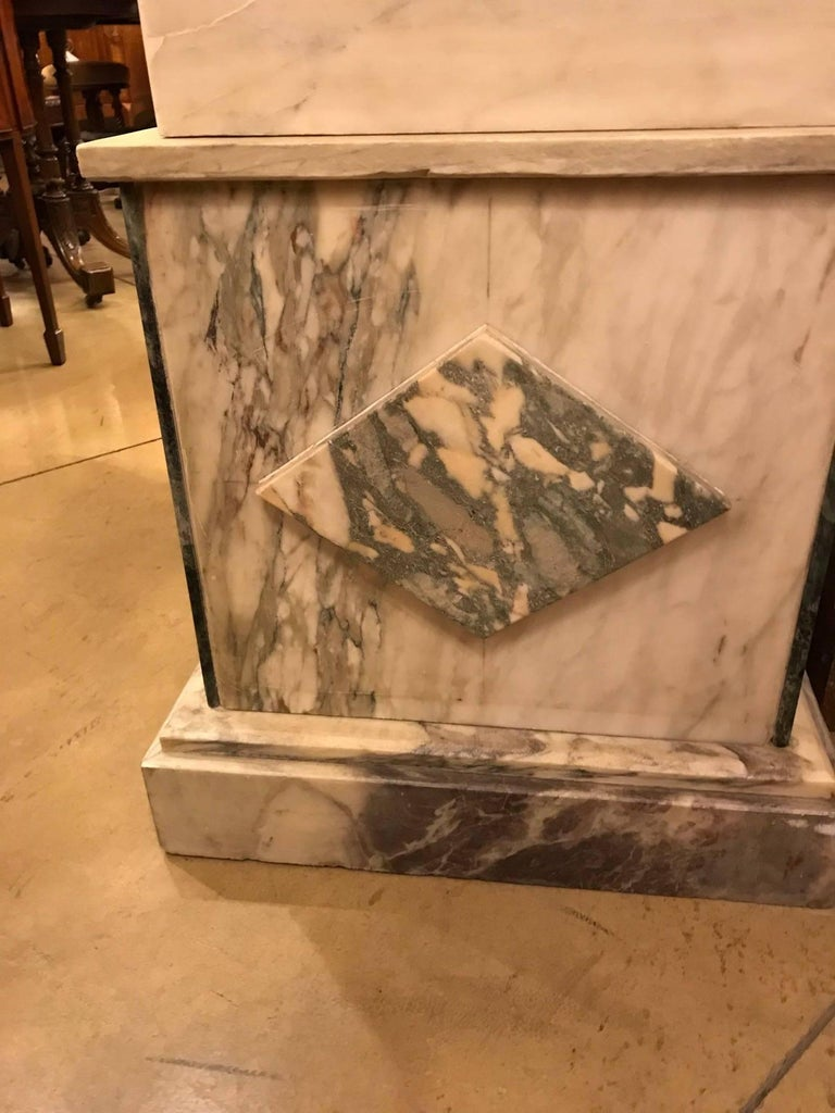 Pair of Marble Obelisks In Good Condition For Sale In Montreal, QC