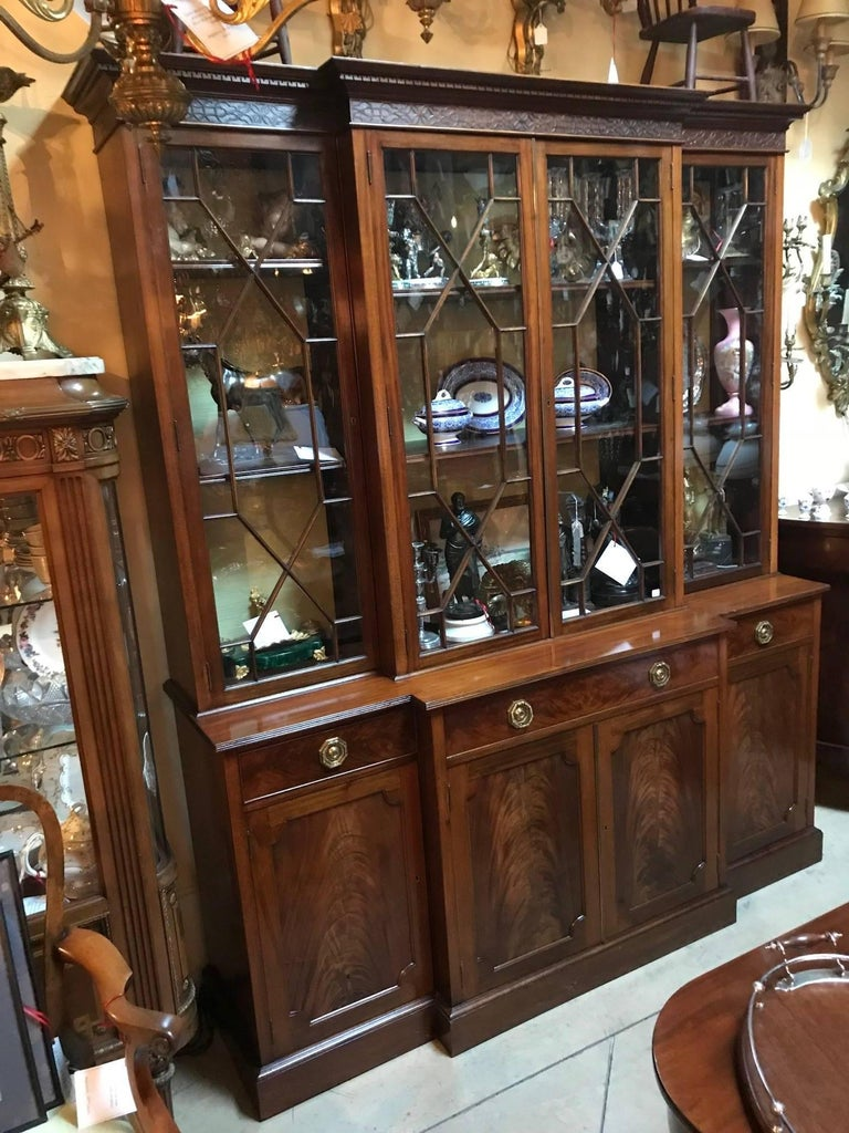 Georgian Style Mahogany Breakfront Bookcase Cabinet by Maple & Co. In Good Condition For Sale In Montreal, QC
