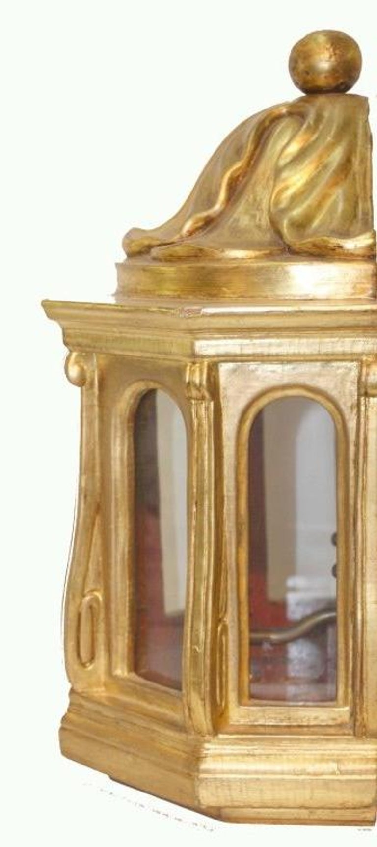 Italian Pair of Carved Giltwood Wall Sconces For Sale