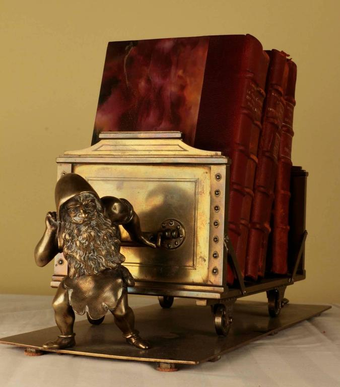 19th Century Continental Desk Top Book Stand In Excellent Condition For Sale In Montreal, QC