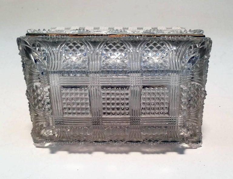 French Cut Lead Crystal Dresser Casket In Good Condition For Sale In Montreal, QC