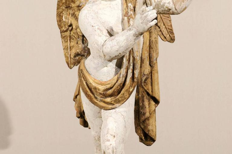 Italian 18th Century Carved Angel with Gilded Wings and Sash Raised on Wood Base For Sale 5