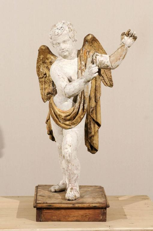 Italian 18th Century Carved Angel with Gilded Wings and Sash Raised on Wood Base In Good Condition For Sale In Atlanta, GA
