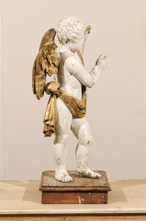 Italian 18th Century Carved Angel with Gilded Wings and Sash Raised on Wood Base For Sale 2