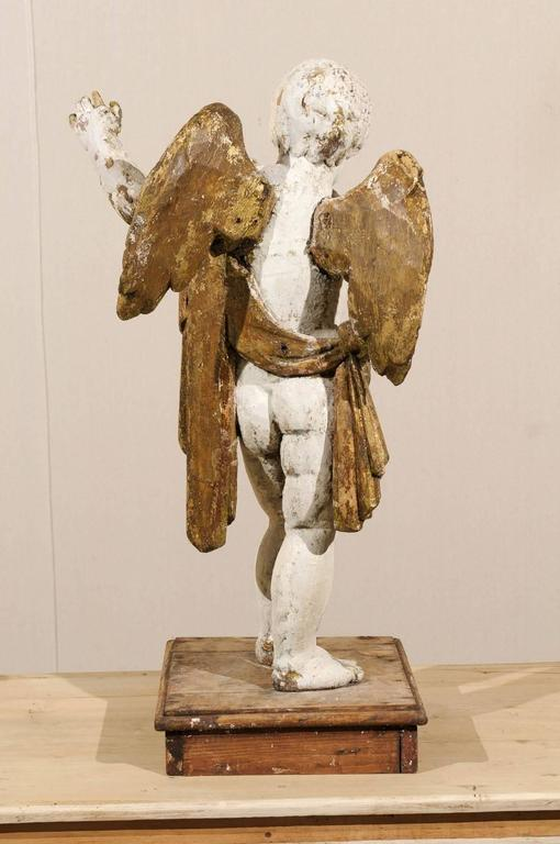 Italian 18th Century Carved Angel with Gilded Wings and Sash Raised on Wood Base For Sale 3
