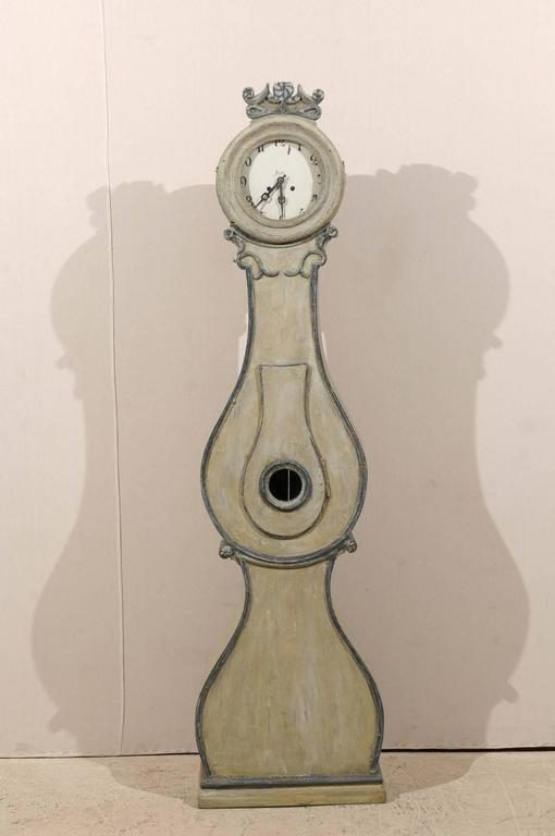 Carved Fryksdahl Swedish Clock from Värmland, 19th Century with Grey Color For Sale