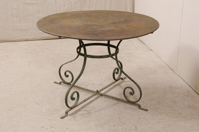 French Mid-20th Century Round Patio Dining Table with Scrolled Legs and Patina For Sale 1