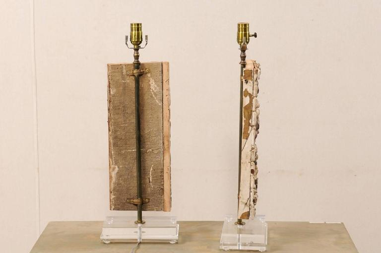 Pair of Italian 18th Century Gilded and Carved Wood Fragment Table Lamps For Sale 1
