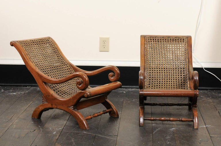 Pair of 19th century English children's chairs. This pair of antique  English chairs feature cane - Pair Of French 19th Century English Children's Chairs With Cane