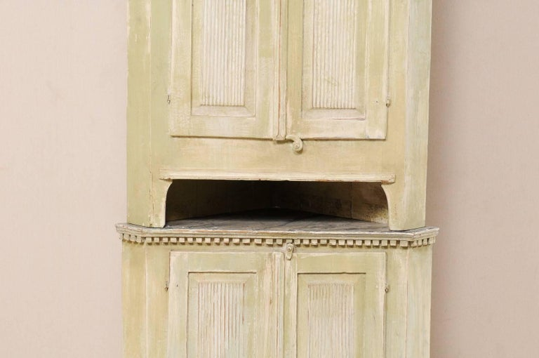 Swedish Late 18th Century Period Gustavian Tall Painted Wood Corner Cabinet In Good Condition For Sale In Atlanta, GA