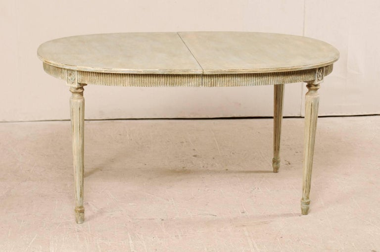 Swedish Gustavian Style Vintage Painted Wood Medium Size Oval Table For Sale 1