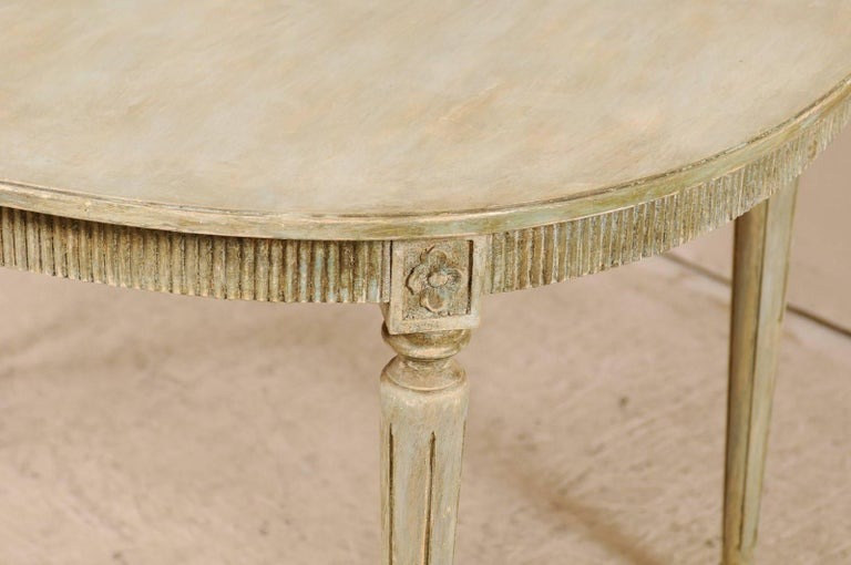 Swedish Gustavian Style Vintage Painted Wood Medium Size Oval Table In Good Condition For Sale In Atlanta, GA