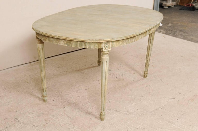 Swedish Gustavian Style Vintage Painted Wood Medium Size Oval Table For Sale 3