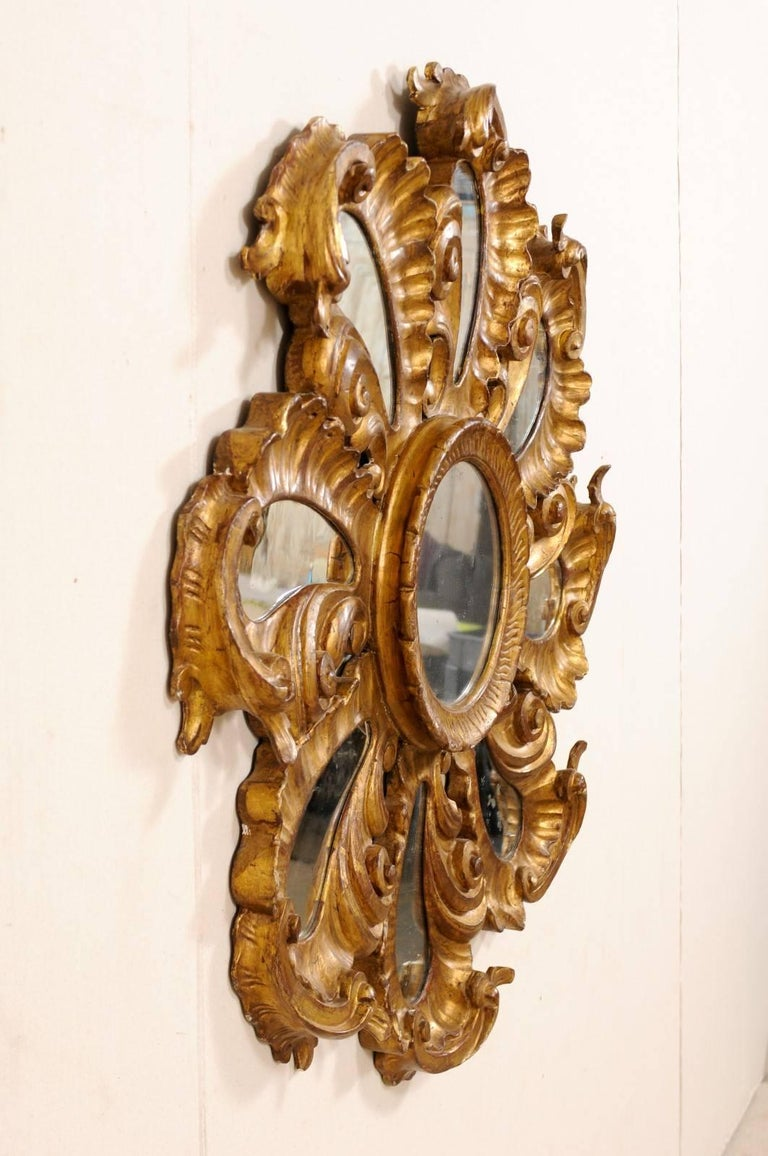 Exquisite Italian Vintage Carved Giltwood Circular Repeating Petal Wall Mirror For Sale 4