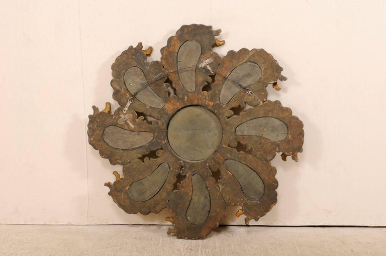 Exquisite Italian Vintage Carved Giltwood Circular Repeating Petal Wall Mirror For Sale 6