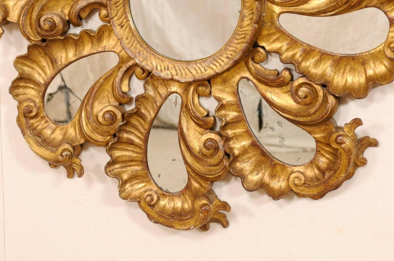 Exquisite Italian Vintage Carved Giltwood Circular Repeating Petal Wall Mirror For Sale 1