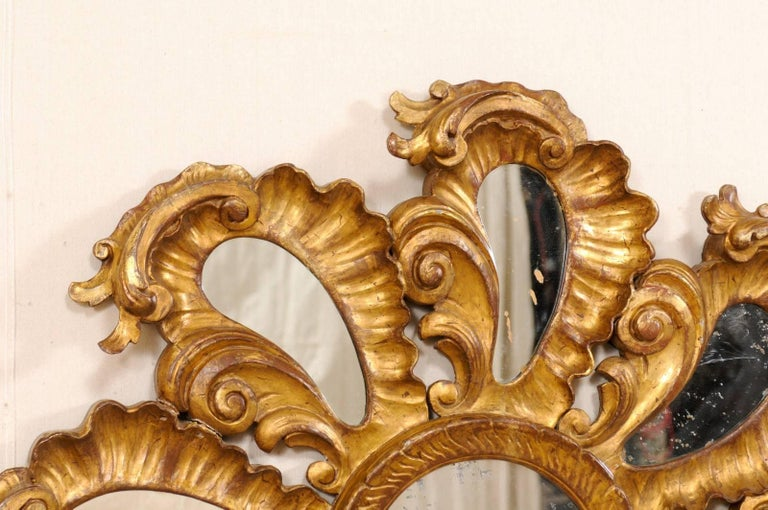 Exquisite Italian Vintage Carved Giltwood Circular Repeating Petal Wall Mirror In Good Condition For Sale In Atlanta, GA