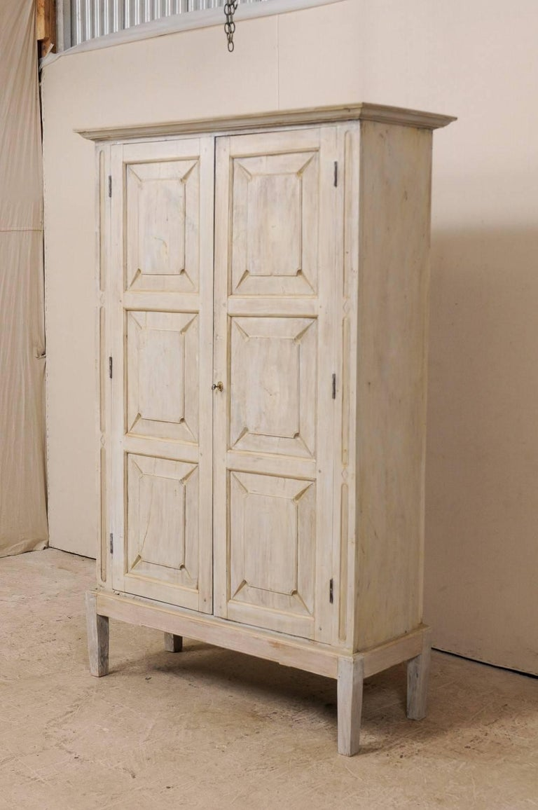 Single Two-Sided Early 20th Century British Colonial Two-Door Painted Cabinet For Sale 1