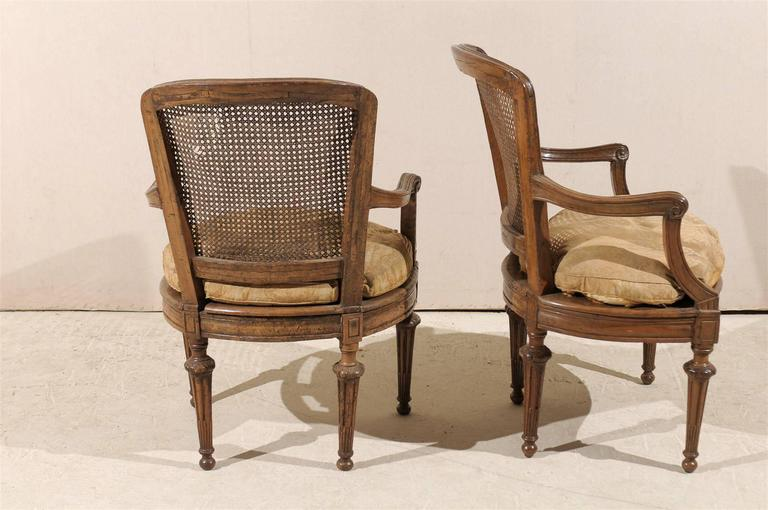Pair of Italian 18th Century Wooden Armchairs For Sale 3
