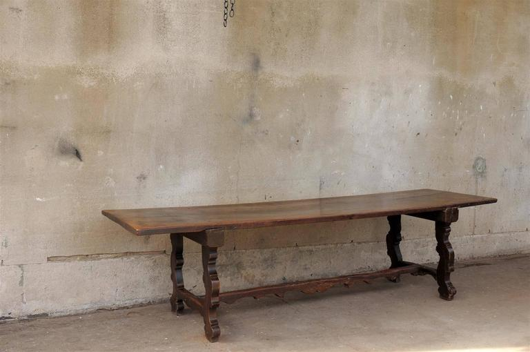 18th Century Italian Walnut Dining Table In Good Condition For Sale In Atlanta, GA