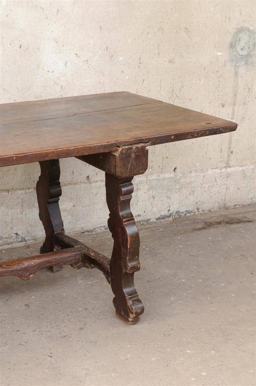 18th Century Italian Walnut Dining Table For Sale 1