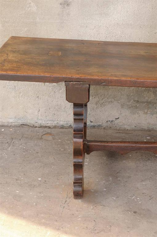 18th Century Italian Walnut Dining Table For Sale 2