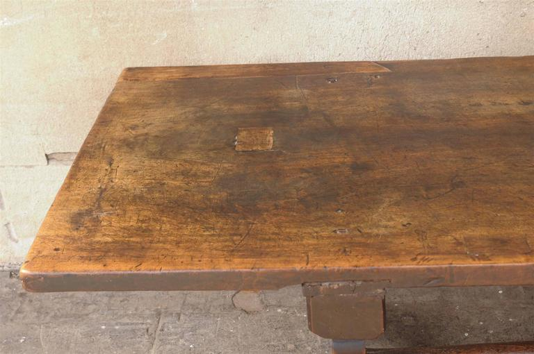18th Century Italian Walnut Dining Table For Sale 3