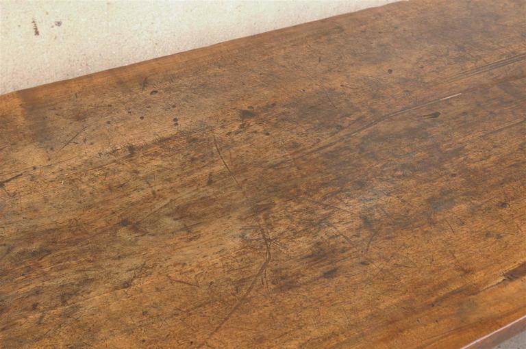 18th Century Italian Walnut Dining Table For Sale 4