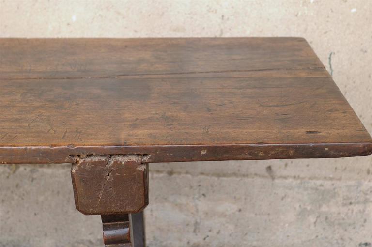 18th Century Italian Walnut Dining Table For Sale 5