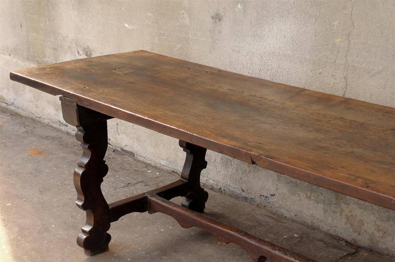 18th Century Italian Walnut Dining Table For Sale 6