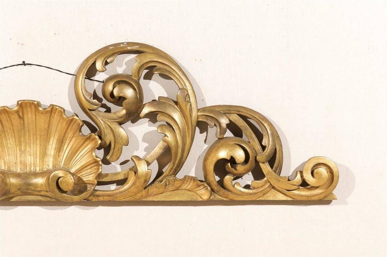 Italian Hand-Carved Giltwood Wall Decoration In Good Condition For Sale In Atlanta, GA