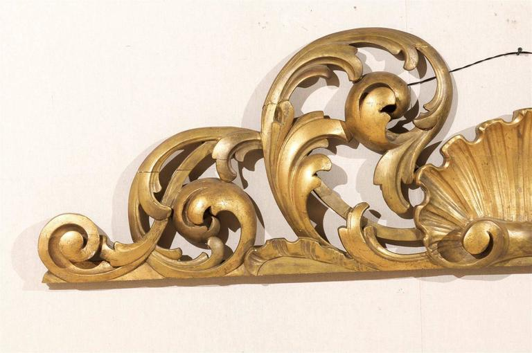 Italian Hand-Carved Giltwood Wall Decoration For Sale 1