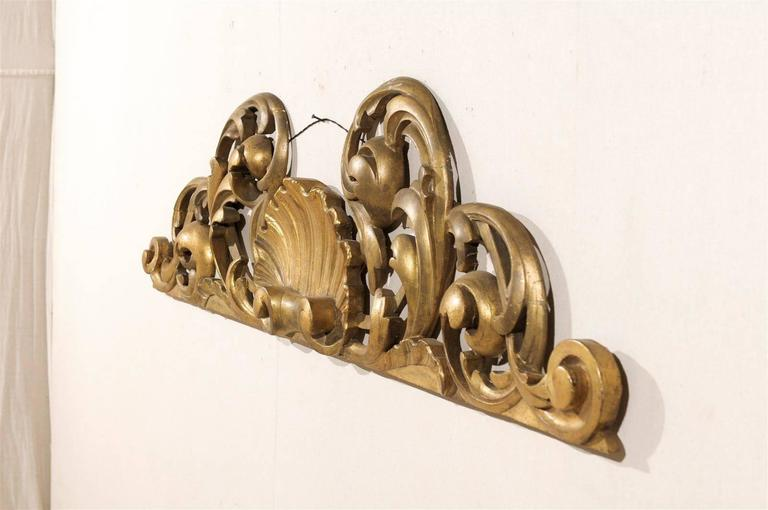 Italian Hand-Carved Giltwood Wall Decoration For Sale 2