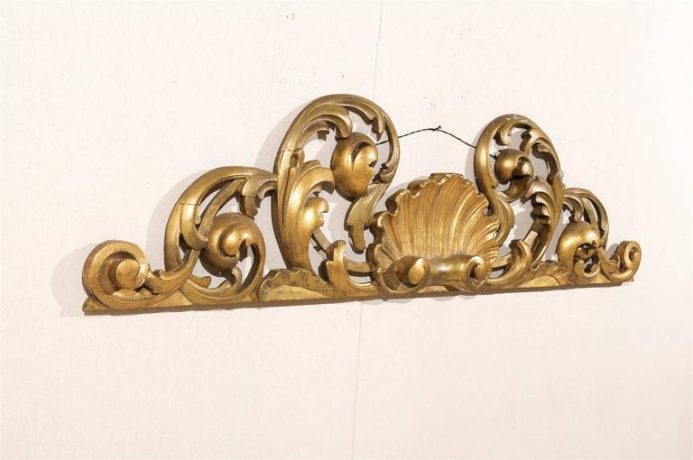 Italian Hand-Carved Giltwood Wall Decoration For Sale 3