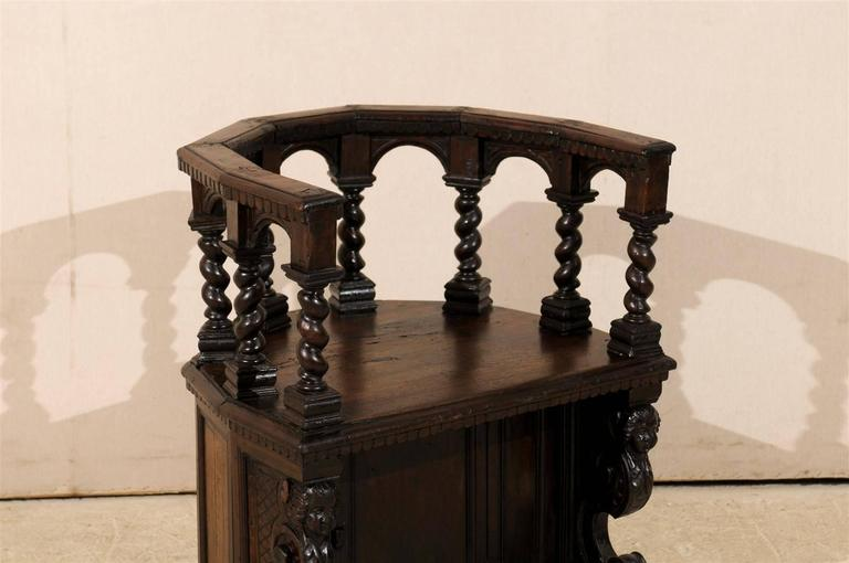 18th Century Italian Wooden Carved Round about Chair For Sale 4